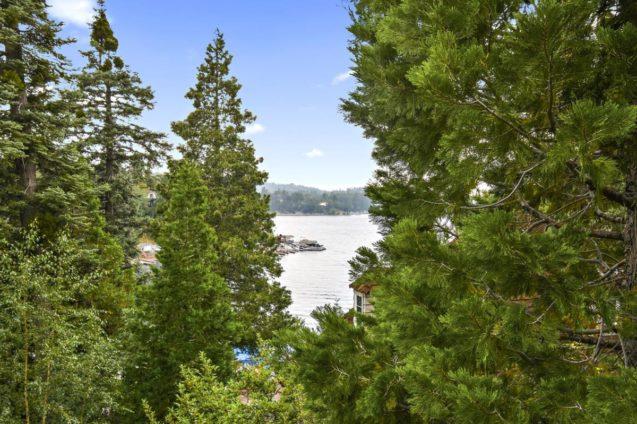 Classic Lake Front Lodge